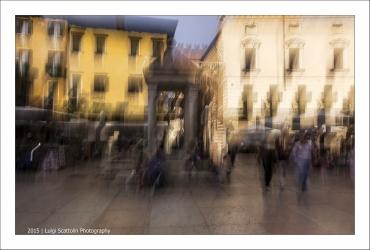 """Verona, Piazza delle Erbe, il capitello e """"la Tribuna"""""""